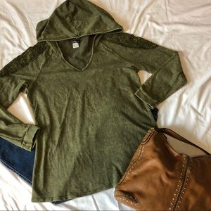 Venus Cold Shoulder Distressed Army Grn Tunic Top